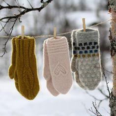 Sigrun sine votter/ Sigruns mittens by Kongle by Sigrun Crochet Mittens, Crochet Yarn, Crochet Pattern, Free Knitting, Knitting Socks, Knitting Patterns, Yarn Display, Yarn Cake, Accessories Display