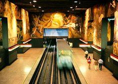 Santiago de Chile metro station, the best I know up to now Metro Santiago, Metro Station, Public Transport, Places To See, Trains, Transportation, Explore, Landscape, World