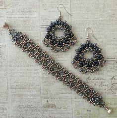Linda's Crafty Inspirations: Bracelet of the Day: Bobble Bangle - Montana Blue Crystal Beaded Bracelet Patterns, Jewelry Patterns, Beaded Earrings, Beading Patterns, Crochet Earrings, Beaded Bracelets, Silver Earrings, Seed Bead Jewelry, Beaded Jewelry