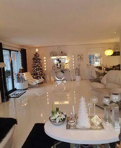 No photo description available. Living Room Decor Cozy, Living Room Colors, Home Living Room, Interior Design Living Room, Living Room Designs, Bedroom Decor, House Rooms, Design Case, Luxury Homes