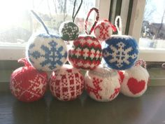 Knitting Christmas Balls