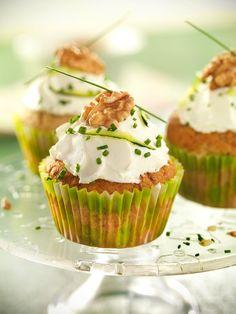 Cupcakes de calabacín, cebolla tierna, queso feta y nueces Salmon Y Aguacate, Cupcake Wars, Empanadas, Snack, Catering, Appetizers, Menu, Cooking, Breakfast