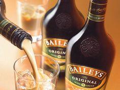 Hice baileys Casero y te lo muestro(certificado) - Taringa! Cocktail Drinks, Cocktail Recipes, Whiskey In The Jar, Baileys Original, Baileys Recipes, Baileys Irish Cream, South African Recipes, Cakes And More, Food Photo
