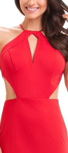 Vestido Longo de crepe acetinado com decote gota e recortes estratégicos na cintura. As costas tem um decote profundo.  O modelo sereia em conjunto com os recortes estratégicos, valorizam as curvas e ...
