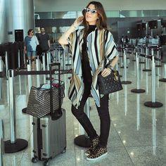 Adoramos o #AirportLook com #CapaMixed da top blogueira @camilacoutinho embarcando para #londres ! #SoCool #SoChic #AirportStyle #MixedTravel
