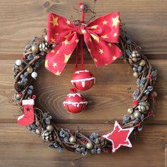 """Купить Новогодний венок на дверь """"Время чудес """" в красных тонах - венок на дверь"""