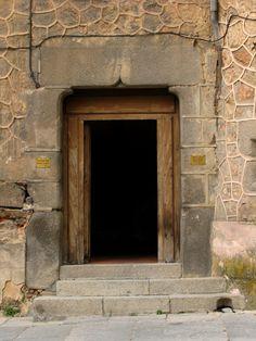 gothic door, Casa de las cadenas, Segovia, Spain | por j.labrado