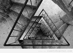 Edificio escalera triangular