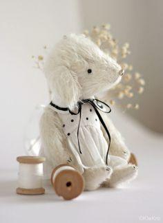 Белая собачка. Handmade.