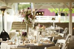 I love the vintage look of these tablescapes @cedarwoodwed | Justin Wright Photography