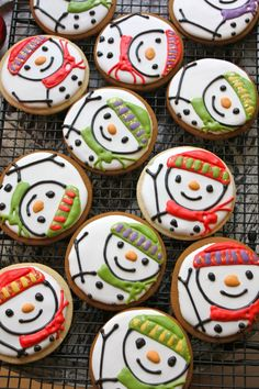 Cute for cookies or cupcakes! Snowman Cookies, Christmas Sugar Cookies, Christmas Sweets, Cute Cookies, Noel Christmas, Christmas Goodies, Holiday Cookies, Cupcake Cookies, Christmas Baking