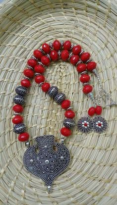 N/A India Jewelry, Ethnic Jewelry, Antique Jewelry, Beaded Jewelry, Handmade Jewelry, Beaded Necklace, Boho Jewelry, Necklaces, Thread Jewellery