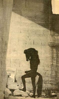 Lucien Clergue. Jean Cocteau. L'homme cheval dans la carrière des Baux de Provence 1959