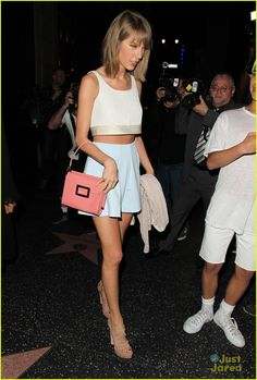 taylor swift shows love for high school shake it off 05