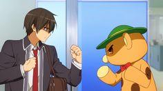 Screen z Amagi Brilliant Park na którym Seiya Kanie i maskotka Moffle próbują się bić