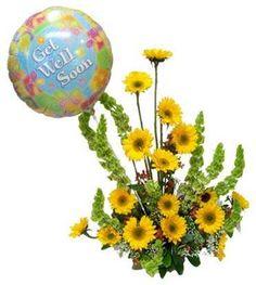 Hermoso y alegre arreglo floral elaborado con girasoles complementado con un hermoso globo metálico de tamaño grande.