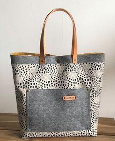 s.o.t.a.k handmade: Sheridan Tote ~ FREE PDF pattern Handbag Patterns, Bag Patterns To Sew, Pdf Patterns, Free Tote Bag Patterns, Fabric Handbags, Fabric Bags, Fabric Basket, Tote Handbags, Bag Pattern Free