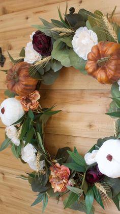 Fall Wreath Tutorial, Diy Fall Wreath, Fall Diy, Wreath Ideas, Autumn Wreaths For Front Door, Elegant Fall Wreaths, Halloween Door Wreaths, Thanksgiving Wreaths, Holiday Wreaths