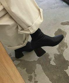 fall = new black boots! ・ ・ ・ Fashion Tag, Look Fashion, Fashion Shoes, Fashion Outfits, Womens Fashion, Girl Fashion, Aesthetic Fashion, Fashion Clothes, Fashion Ideas