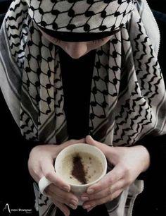 وطن مُر كالقهوة
