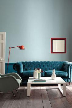 Bleu marin et bleu canard s'invitent dans la déco du salon