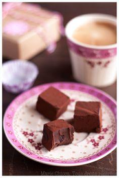 Truffes de chocolat cru - Saines Gourmandises... par Marie Chioca Chocolate Coffee, Chocolate Fudge, Coffee Break, My Coffee, Vegan Kitchen, French Food, Dessert Recipes, Desserts, Pudding