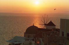 Oia, Santorini sunset | Sunset Santorini (Oia), Nature, Sunsets
