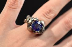 Kapok ring, white gold with sapphire, inspired by the roots of Kapok trees