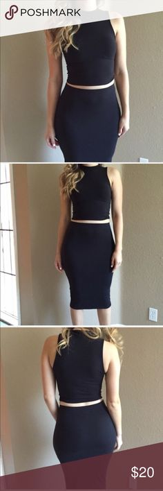 Black Mock Neck Sleeveless Crop Top Black Mock Neck Sleeveless Crop Top. Brand new. Never worn. Available in S-M-L. Model is wearing a small, for reference. No Paypal. No trades. 15% discount on all 3+ item bundles made with the bundle feature. No offers will be considered unless you use the make me an offer feature.    👉 Please follow 📱 Instagram: BossyJoc3y Tops Crop Tops
