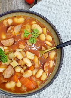 Zupa fasolowa.  Bean soup. Bean Soup, Thai Red Curry, Ramen, Soup Recipes, Beans, Food And Drink, Cooking, Ethnic Recipes, Projects