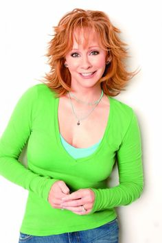 Reba McEntire -great actress and singer ! Cute Pixie Cuts, Reba Mcentire, Country Music Singers, Country Artists, Dolly Parton, Great Hair, Trends, Beautiful Celebrities, Hair Dos