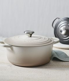 A trusted favorite for generations. 👨‍🍳 What's your favorite piece of cast iron in your collection? Enameled Cast Iron Cookware, Le Creuset Cast Iron, No Knead Bread, Professional Chef, Dutch Oven, Meringue, Soups And Stews, Slow Cooker, Merengue