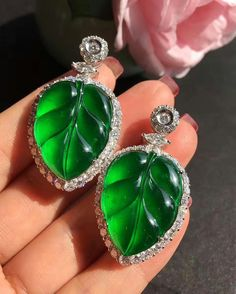 Is this called Apple Jade...it's real clear like this you cannot it's like the bottom goes on forever @margueritecaicai.