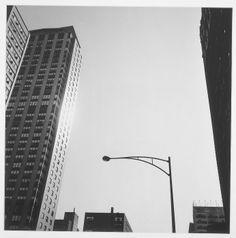 CONSTATACIÓN DE LA LUZ EN EL PISO TRECE Torres, Francesc — 1972 Fotografia Fotografía a las sales de plata 39,4 x 39,4 cm Colección MACBA. Fundación MACBA 1494