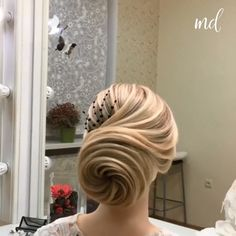 You have a lot of creative hairstyles to get inspired from ? You have a lot of creative hairstyles to get inspired from ? Bun Hairstyles For Long Hair, Braids For Long Hair, Elegant Hairstyles, Braided Hairstyles, Wedding Hairstyles, Videos Of Hairstyles, Female Hairstyles, Hairstyle Men, Style Hairstyle