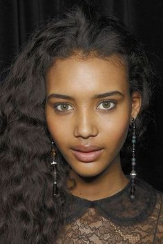 Chrishell Stubbs- Backstage in Ralph Lauren Show Ebony Beauty, Dark Beauty, Beautiful Black Women, Beautiful Eyes, Girl Face, Woman Face, Curly Hair Styles, Natural Hair Styles, Weave Ponytail Hairstyles
