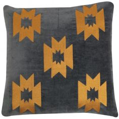 Pute i Charcoal fløyel med brodert inca mønster i mustard. 30 x 30, med innerpute. Bakside i bomull. Aztec Culture, Western Chic, Native American Fashion, Ikat, Navajo, Westerns, Weaving, Throw Pillows, Tie Dye