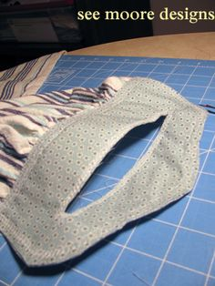 Hot Flash'n Craft'n: Easy Hanging Towel Tutorial. Won't slip off the oven door where I hang mine!!! Love it...