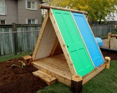 Recycling your old doors for the garden backyard fort / playhouse made from doors Backyard Fort, Backyard For Kids, Diy For Kids, Kids Outdoor Play, Outdoor Fun, Cubby Houses, Play Houses, Casas Containers, Outdoor Classroom