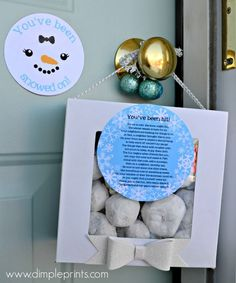 Use this fun printable to create an adorable Neighbor Gift Idea-You've Been Snowed On!! Carli from DimplePrints shows us how!