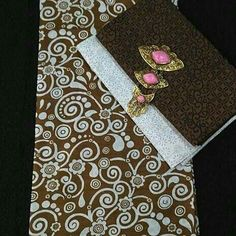 per set Rp. 105.000,- (tdk ikut alpaka) per potong/pisah juga bs ya :-) ukuran kain : batik 2.10 m x 1.10 m embos 1.90 m x 1 m