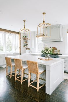 New England Homes, New England Style, Beautiful Kitchens, Beautiful Homes, Dream Kitchens, Colonial Exterior, Furniture Slipcovers, Wood Molding, Shabby Chic Cottage