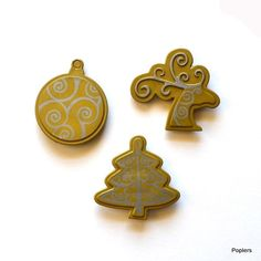 Gold Christmas Funky Toppers – Poplers All Poplers pieces contain a strong magnet, allowing them to hold tight to the other pieces in your Poplers collection. Remember, when you are not adorning yourself with your Popler pieces, they will hold to metal objects, acting as stylish, charismatic magnets!