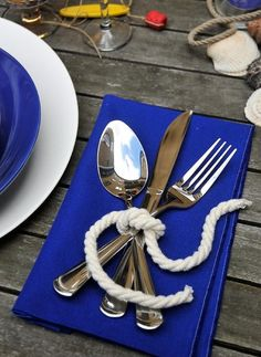 Maritim Deko Seil Serviette blau falten De Noiva Na Praia iDeias Nautical Party, Nautical Wedding, Trendy Wedding, Nautical Rope, Nautical Baptism, Summer Wedding, Nautical Engagement, Cruise Wedding, Wedding Girl
