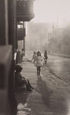 Harold Cazneaux (New Zealand, Australia), Title: Albion Street, Surry Hills. Date: 1911 Old Pictures, Old Photos, Vintage Photos, Vintage Stuff, Vintage Photography, Street Photography, Art Photography, Sydney City, Surry Hills