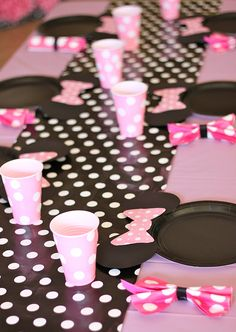 Minnie Mouse Party Set Table Display - how adorable are those plates! Maybe a Mickey party for boys? Minnie Mouse Table, Minnie Mouse Baby Shower, Minnie Mouse Party, Theme Mickey, Mickey Party, 3rd Birthday Parties, 2nd Birthday, Birthday Ideas, Decoration Minnie