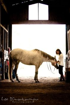 Equestrian Photography Idea (in the barn pic)