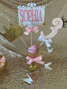 Centro de mesa princesa rosa y oro palillos por Decorationsbybelle
