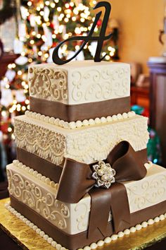This would have been the perfect cake for Ashlee's wedding Pretty Cakes, Cute Cakes, Beautiful Cakes, Square Wedding Cakes, Wedding Cake Designs, Amazing Wedding Cakes, Amazing Cakes, Brown Wedding Themes, Purple Wedding