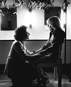 @parismatch_magazine Un jour en France. 1979. France Gall et son mari Michel Berger dans leur loge , avant l'entrée en scène de l'opera rock « Starmania » au Palais des Congrès à Paris. Photo : Jack Garofalo/Paris-Match.